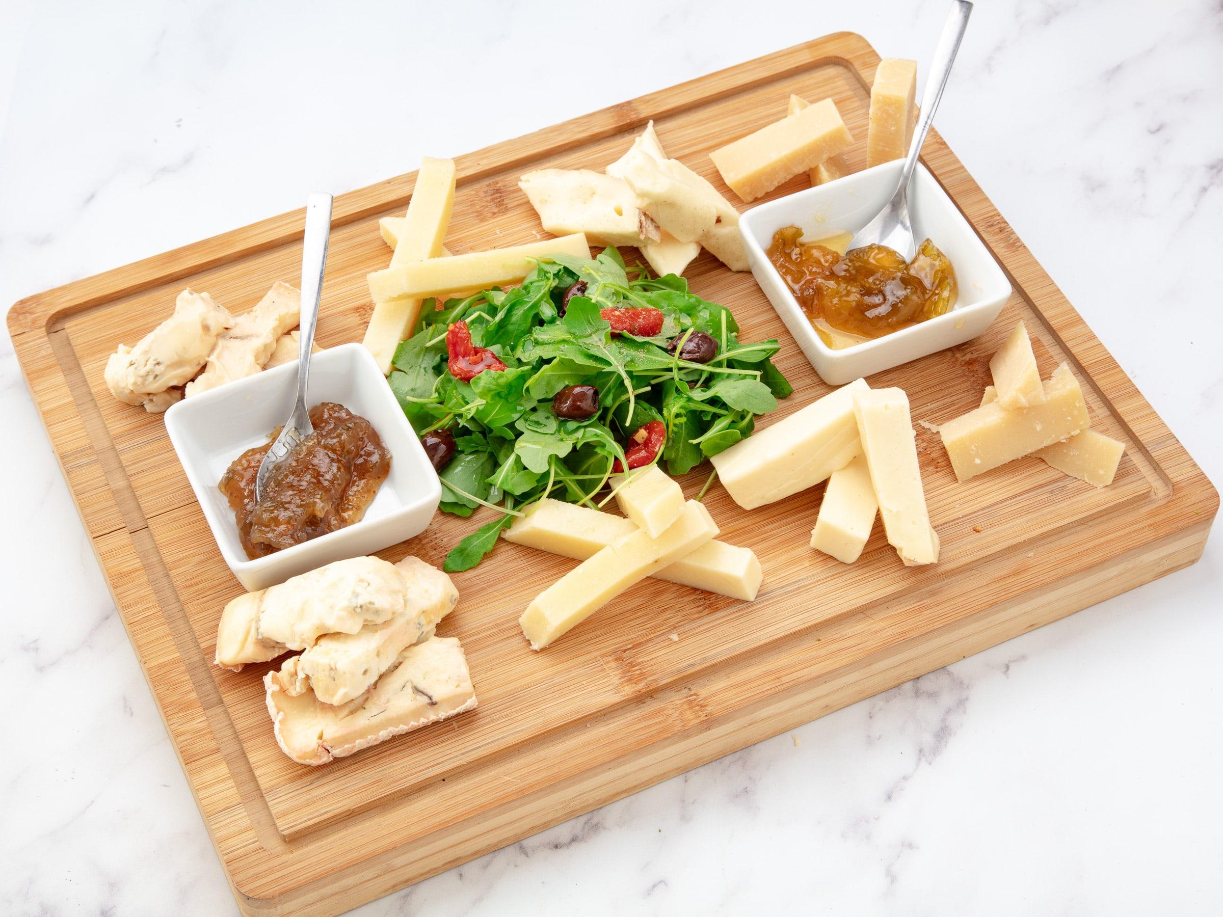 Planche à partager avec belle sélection de fromages italiens