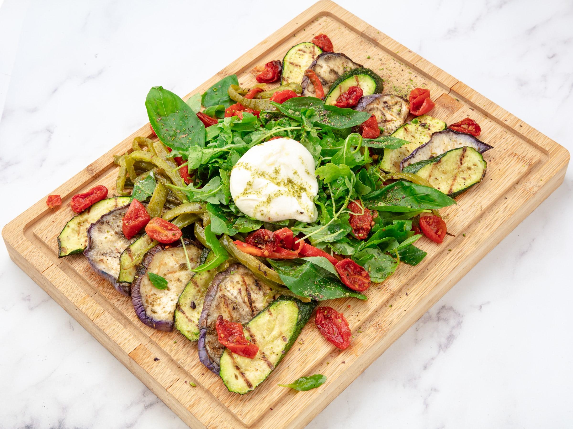 planche vegetarienne à partager avec burrata